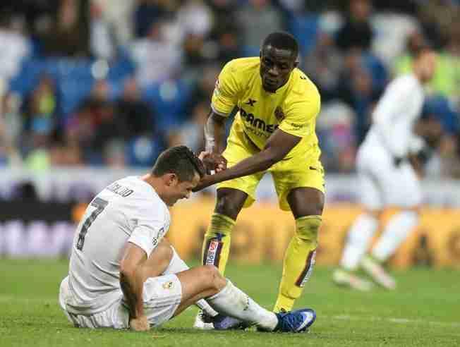 Bailly ayuda Cristiano Ronaldo