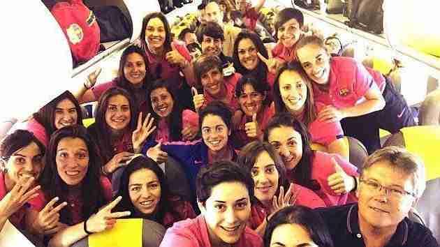 El Barça celebrando la cuarta Liga en el avión