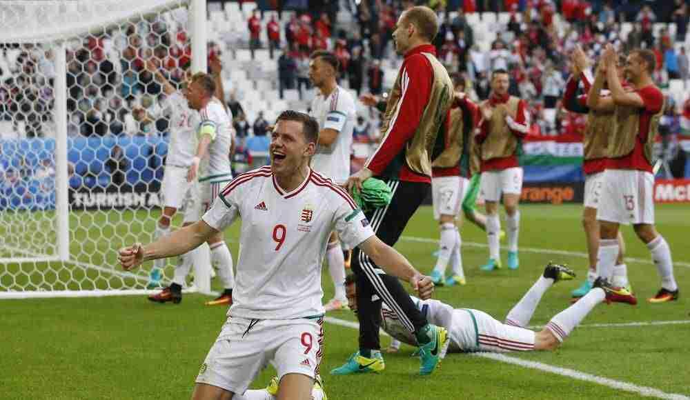 Szalai celebra gol Hungría