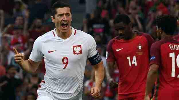 Lewandowski celebra gol Polonia