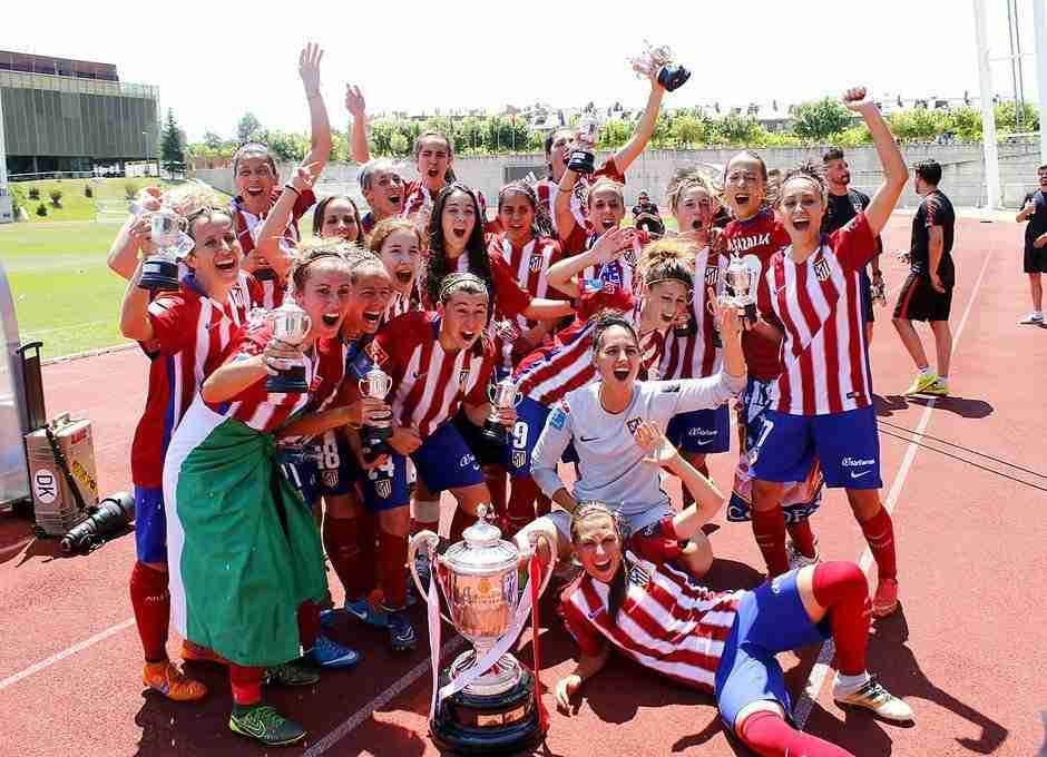 Jugadoras Atlético Féminas celebran Copa