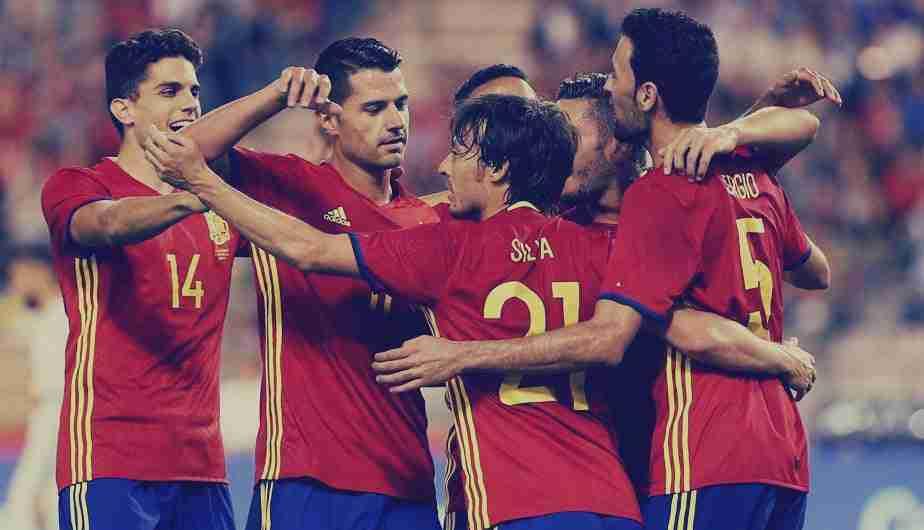 España celebra gol de Silva