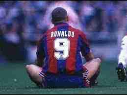 Ronaldo en el suelo camiseta FC Barcelona