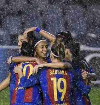 Barcelona celebrando gol Alves Champions femenina