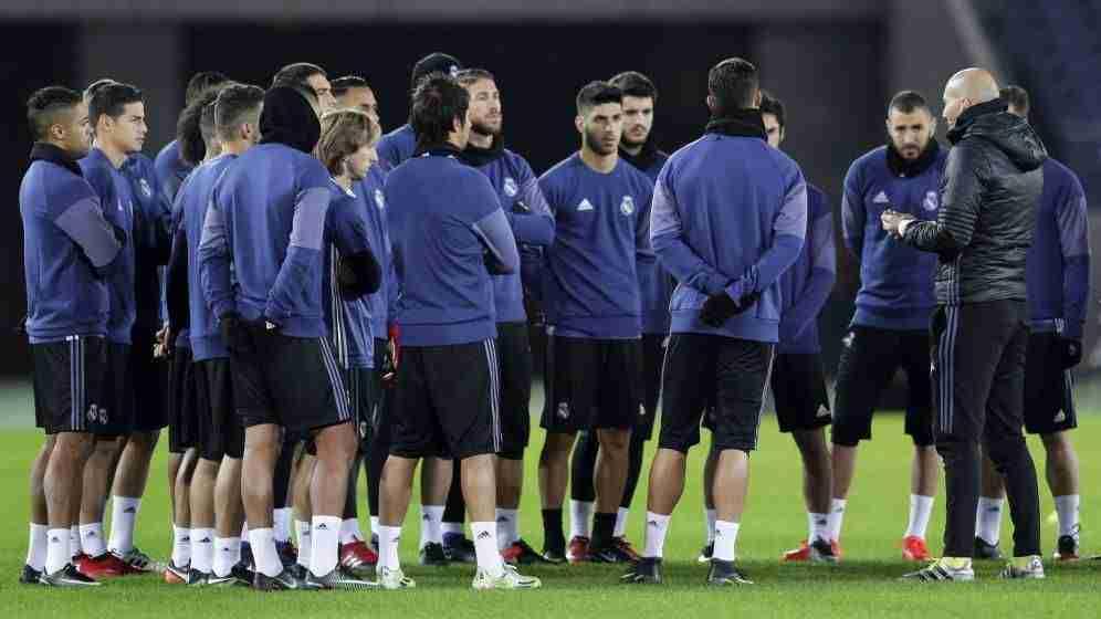 Zidane charla jugadores