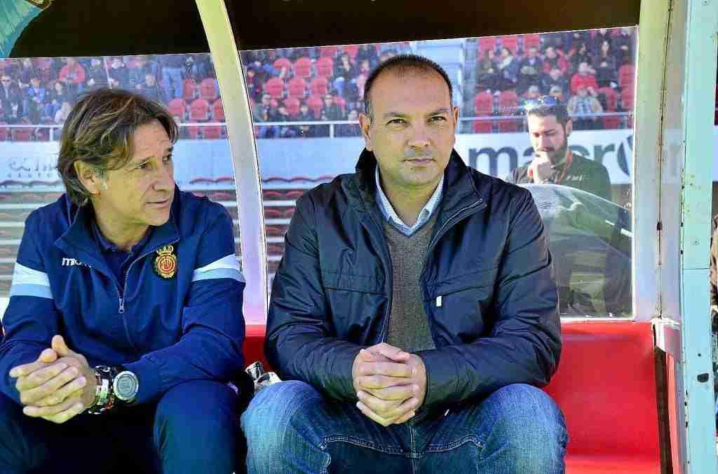 Alfonso junto a Gálvez en el banquillo del RCD Mallorca B