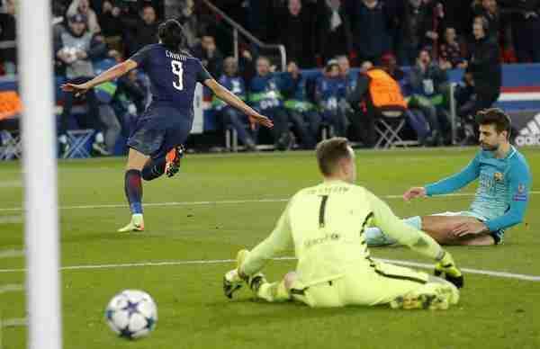 Cavani celebra gol PSG-Barcelona