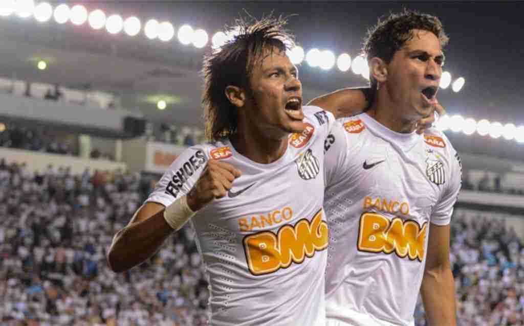 Neymar celebra gol Santos