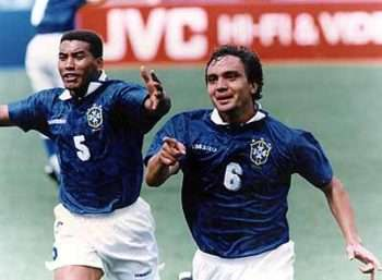 Branco y Mauro Silva celebran gol contra Holanda