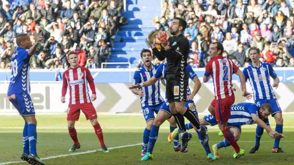 Pacheco atrapa balón