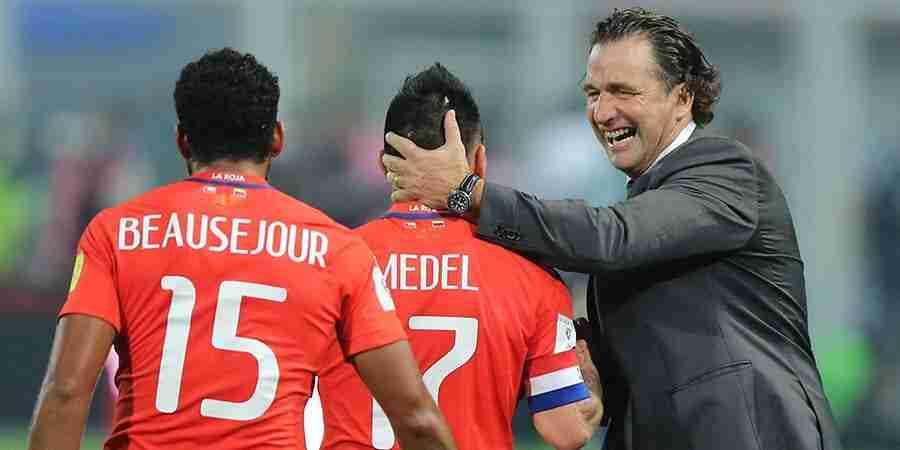 Pizzi saluda Medel