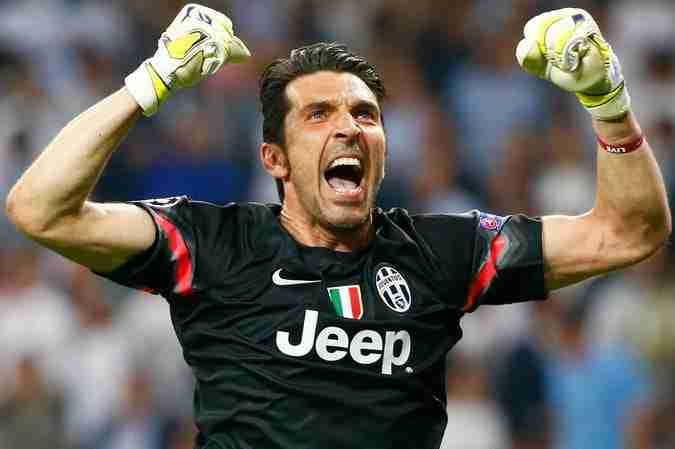 Gianluigi Buffon celebra gol juventus