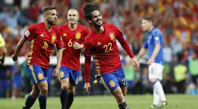 Isco celebra gol España