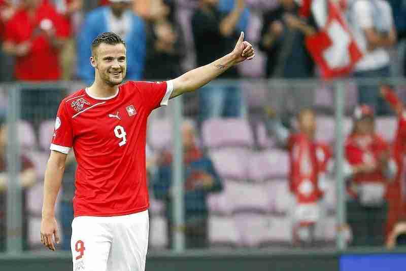 Seferovic con la camiseta Suiza
