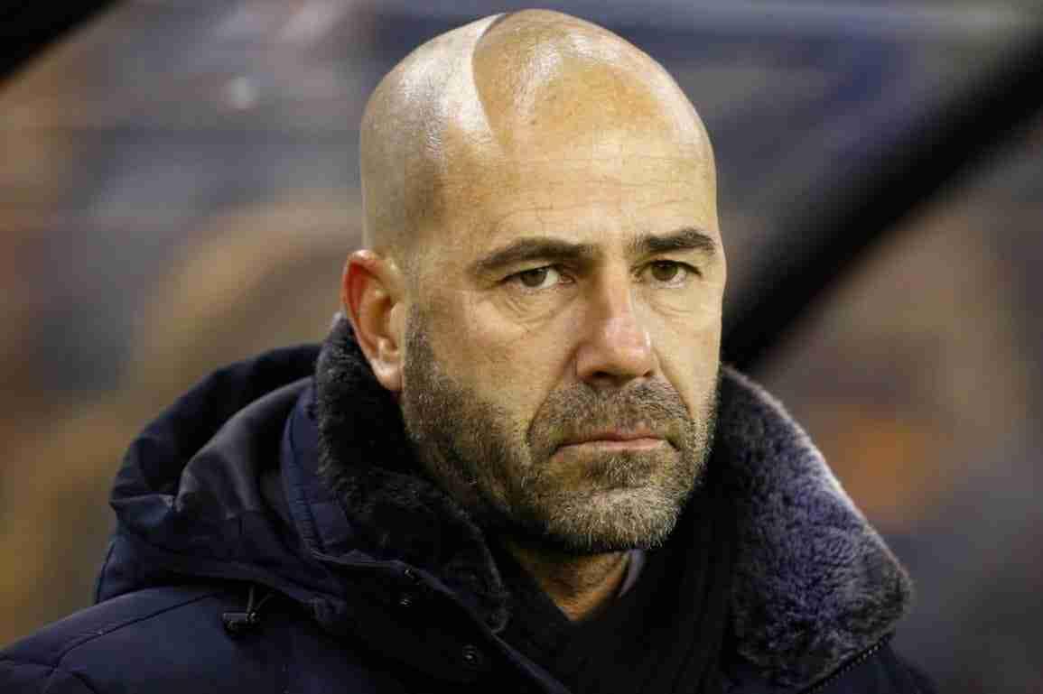 Peter Bosz entrenador del Borussia Dortmund