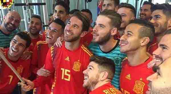 Selección Española con la nueva camiseta