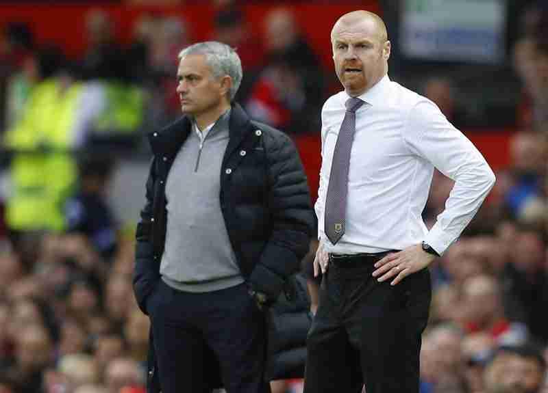 Sean Dyche entrenado del Burnley FC y Mourinho