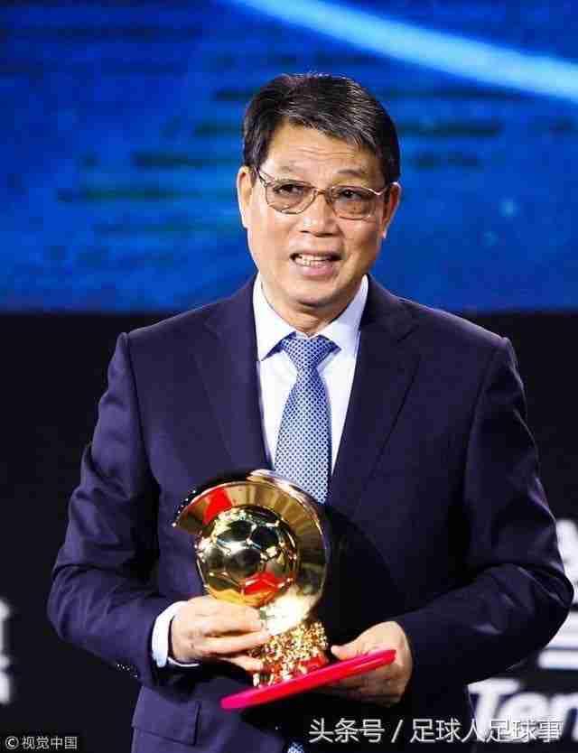 Xu Genbao recibe el Balón de Oro en China
