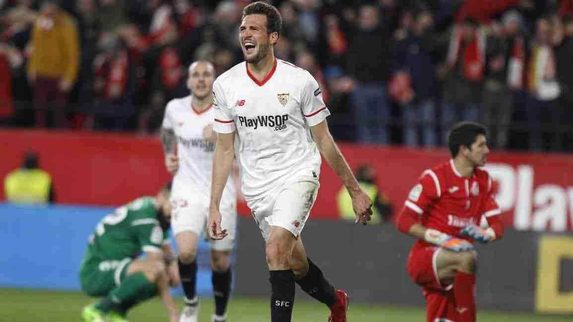 Franco Vázquez celebra uno de los tantos del Sevilla