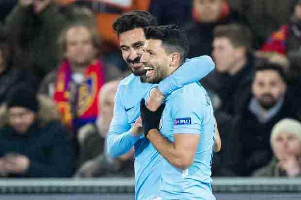 El Kun Aguero celebra uno de los goles del Manchester City