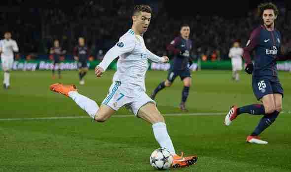 Cristiano Ronaldo disparando PSG