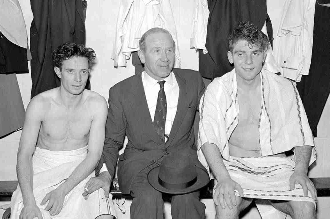 Johnny Berry Matt Busby y Duncan Edwards