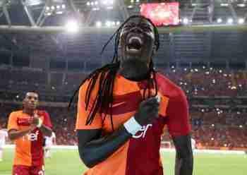 Gomis celebra gol Galatasaray