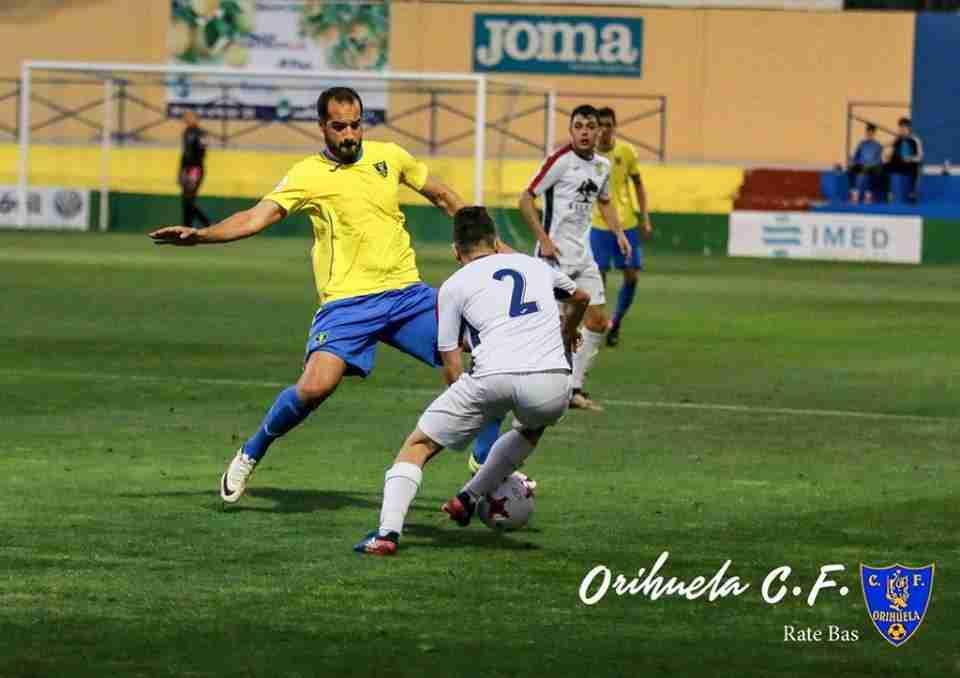Antonio en un lance del partido