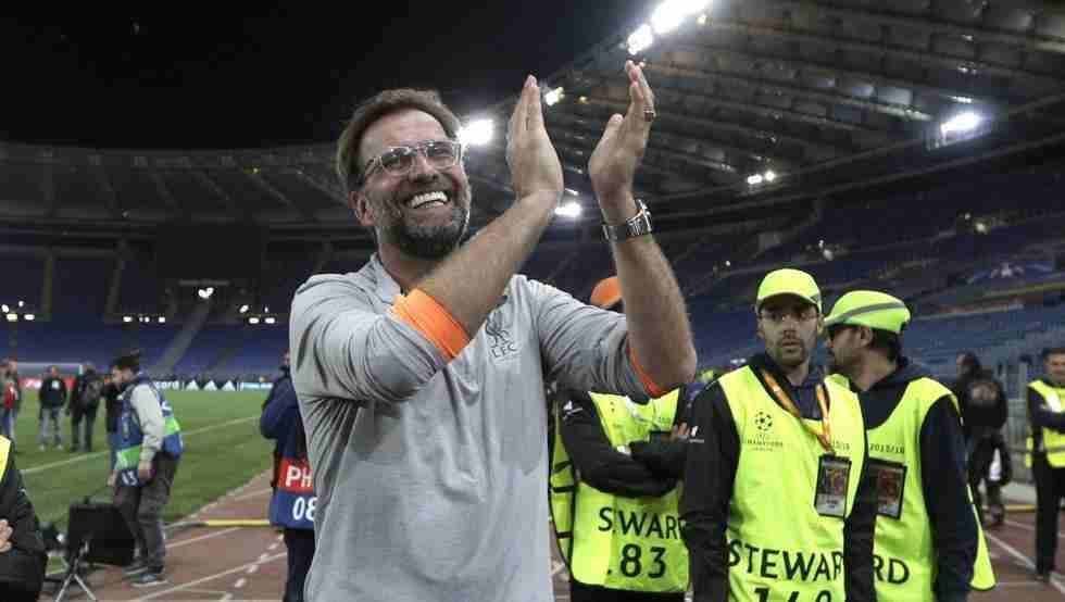 Jürgen Klopp aplaudiendo aficionados Liverpool