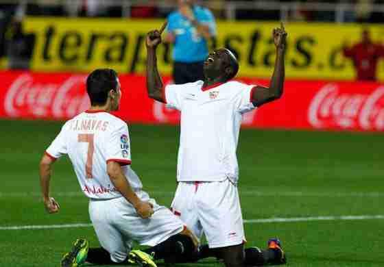 Baba celebra gol Sevilla con Jesús Navas