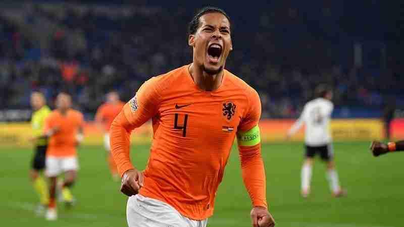 Virgil Van Dijk celebra gol Holanda