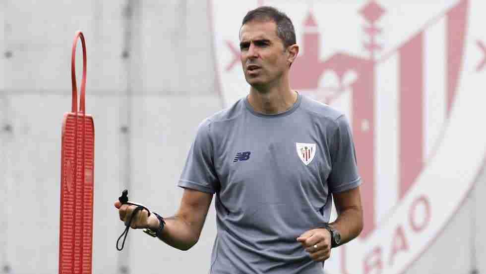 Gaizka Garitano dirigiendo Athletic Bilbao