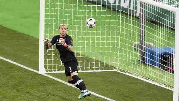 Karius, portero del Liverpool, falla en la final de la Champions 2018 frente al Real Madrid