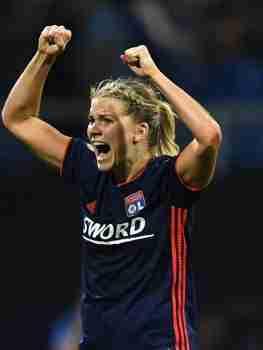 Ada Hegerberg celebra gol Olympique Lyon