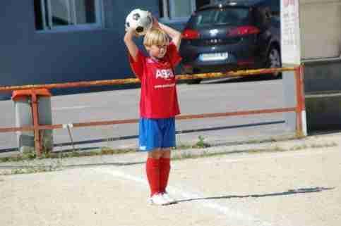 Niño saque banda Fútbol