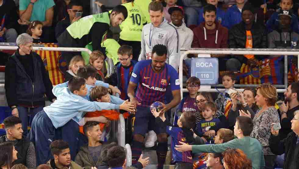 Jornada de puertas abiertas FC Barcelona con miles de niños