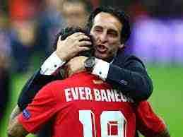 Emery consuela a Banega