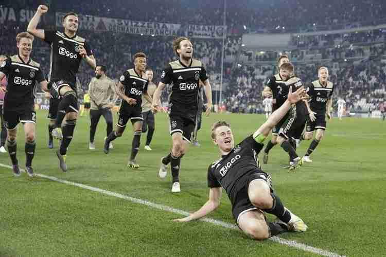 De Ligt celebra gol Ajax Juventus Turin