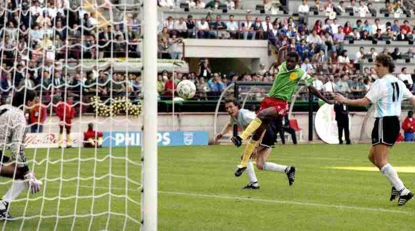 Gol Roger Milla Camerún Argentina Mundial Italia 90