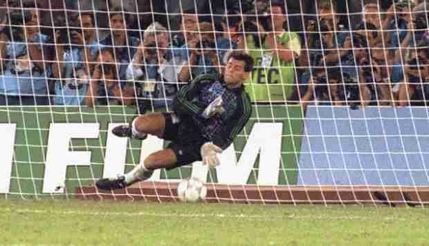 Parada de Goycoechea en la tanda de penaltis en semifinales frente a Italia en el Mundial Italia 90