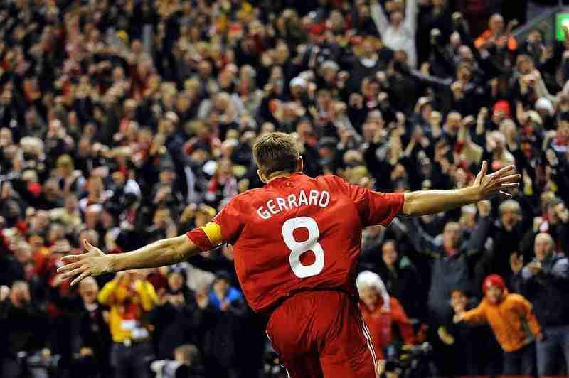 Steven Gerrard celebra gol Liverpool
