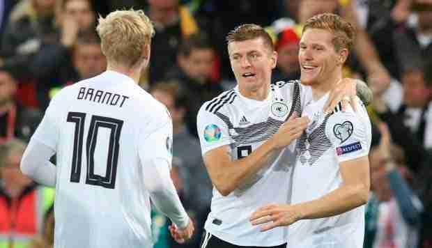 Brandt, Kroos y Halstenberg celebran el 0-1