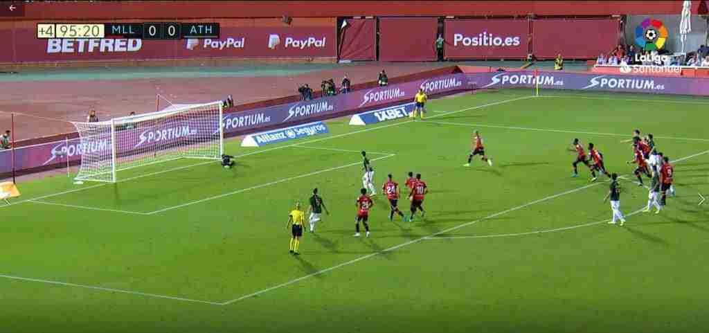 Manolo Reina para el penalti lanzado por Aritz Adúriz