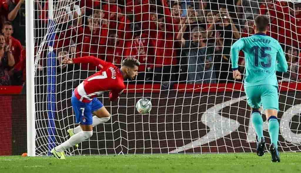 Vadillo transforma el penalti frente al Fútbol Club Barcelona