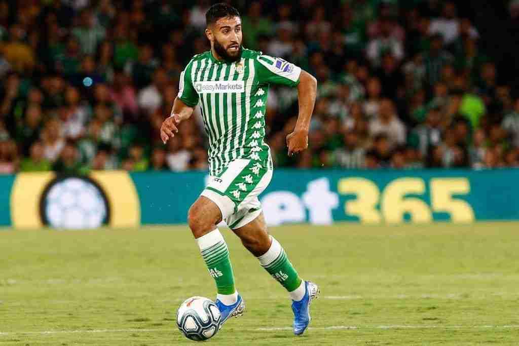 Nabil Fekir lleva el balón Real Betis