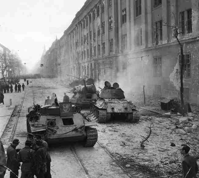 Tanques soviéticos en las calles de Budapest