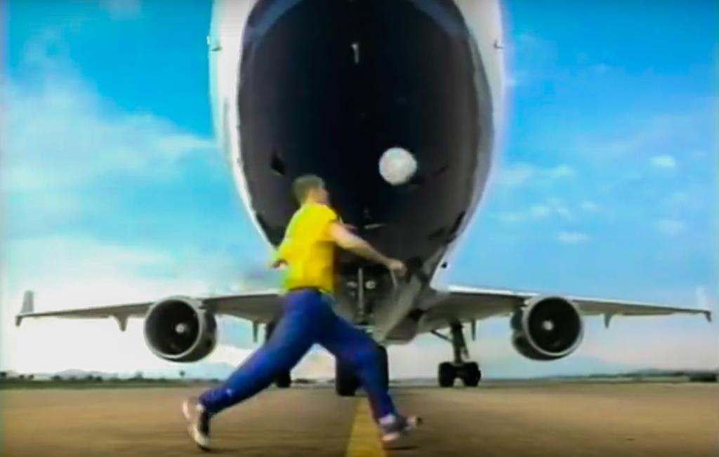 Escena anuncio Nike aeropuerto