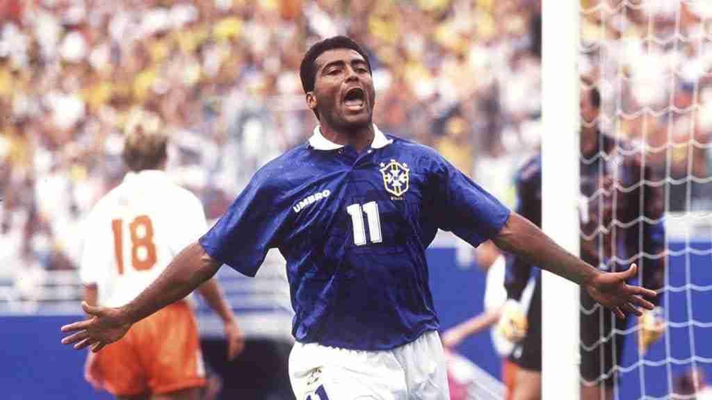 Romario celebrando el primer gol de Brasil ante Holanda en los cuartos de final del Mundial de Estados Unidos 94