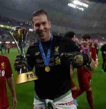 Adrián trofeo mundial clubes 2019