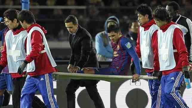 David Villa abandona en camilla el césped tras fracturarse la tibia